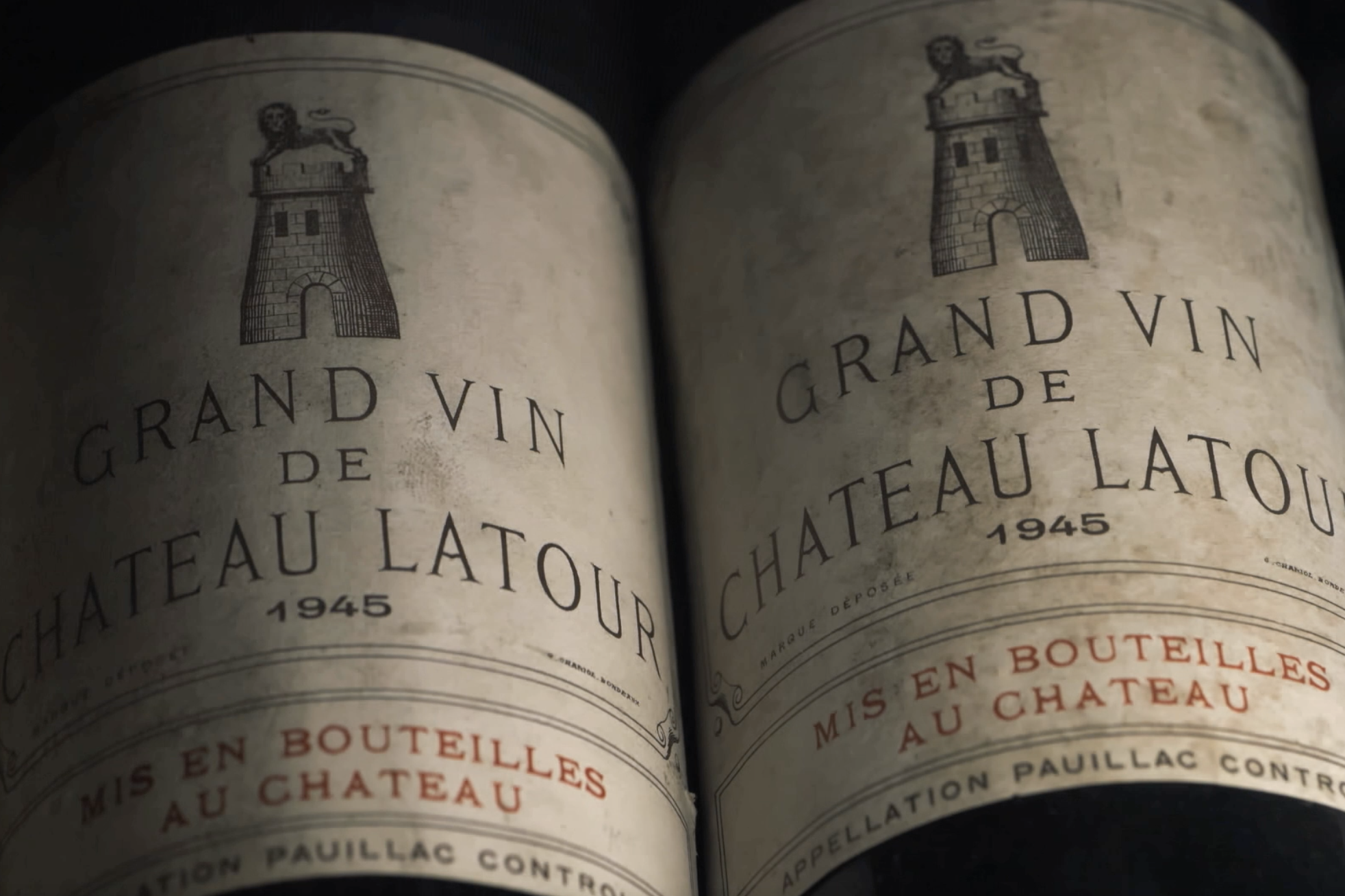 A vast collection of more than 1,000 bottles, particularly from esteemed châteaux from Bordeaux and Burgundy.